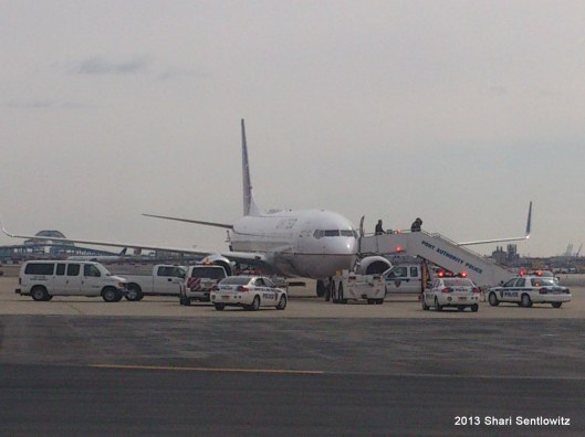 United Flight 1294 Newark to Miami being searched by Port Authority and Sniffed by Dogs due to a bomb threat