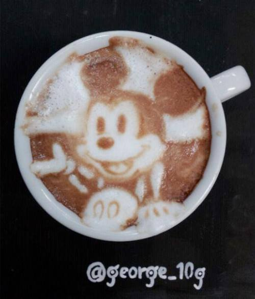 Mickey Mouse Coffee Latte Art