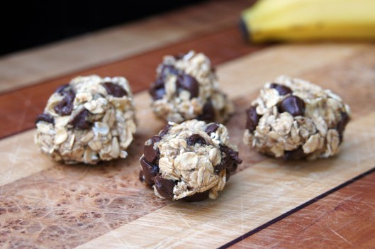 Flourless, Eggless Banana Chocolate Chip Cookies