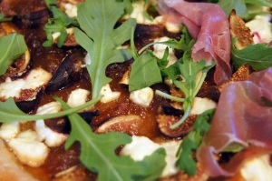 Fig and Goat Cheese Pizza with Arugula & Prosciutto